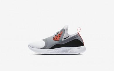 Η κα πάνινα παπούτσια Nike lunar charge essential bn women μαύρο/μαύρο/λευκό 933797-064